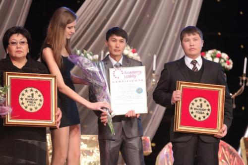award1-768x512