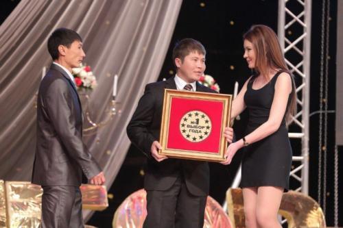 award4-768x512